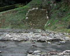 石畳の倉庫跡