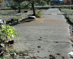 赤渕神社跡から続く東西道路=西光寺跡付近