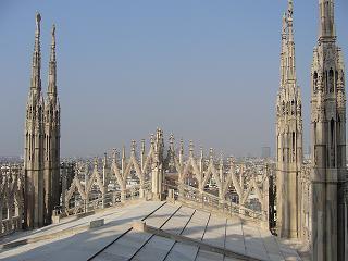 ドゥオーモ正面の屋根の上