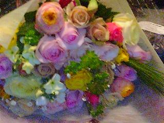 バラと季節の花束.jpg
