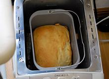 ホームベーカリーで米粉パンの焼き上がり