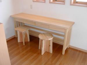 共用ホールの机