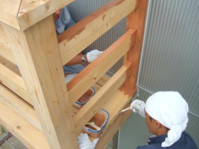 ウッドバルコニーの塗装工事開始