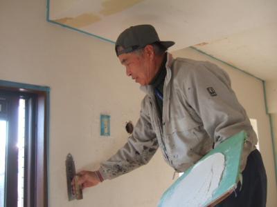 珪藻土塗り施工中