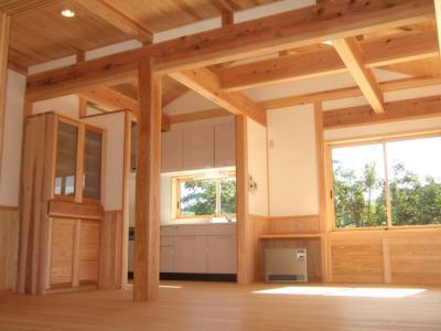 木の居間空間