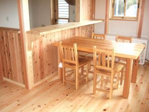 ダイニング杉のテーブル