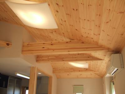 寄棟の勾配天井
