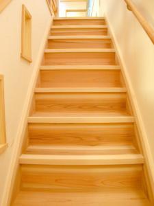 杉の一枚板階段