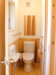 木のトイレ