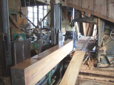 欅の框製材中