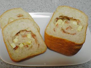チーズとベーコンのハーフ食パン