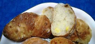 マンダリン・オリエンタル コーンのパン.jpg