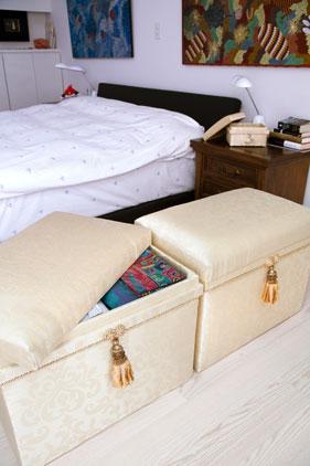 寝室にインテリア茶箱