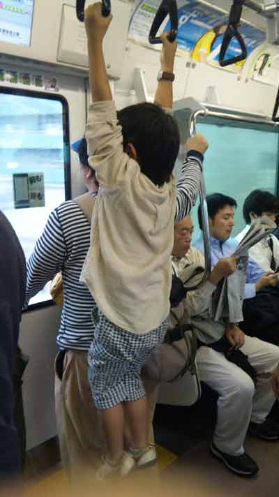 息子が通勤電車に乗るとこんな感じ。。。
