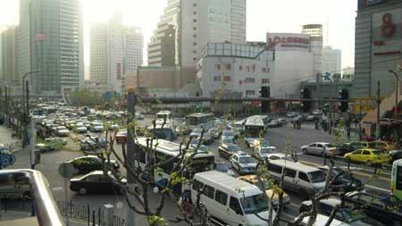 上海駅前。