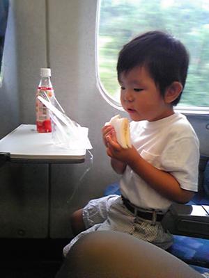 新幹線で朝ごはん