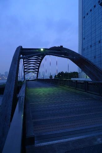 潮風公園の橋.jpg
