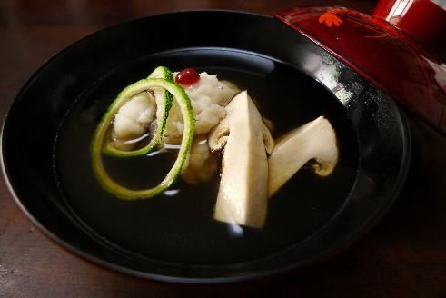 松茸と鱧の葛たたきの椀物.jpg