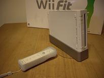 Wii本体とリモコン
