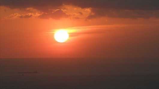 大島の朝開け