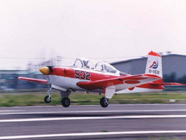 T-3初等練習機