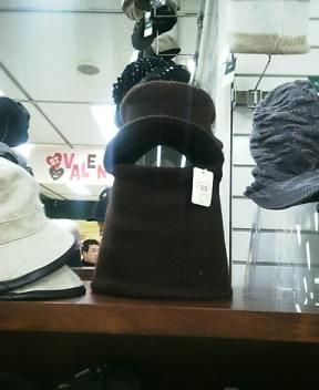 帽子だろうけど・・・2