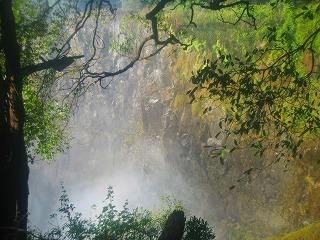滝5=滝の下は見えない.jpg