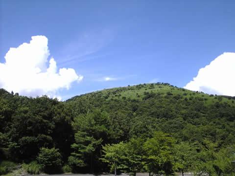 ウソみたいに白い雲と青い空