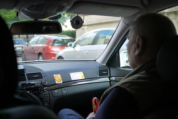 タクシーの窓が割れておりました。.JPG