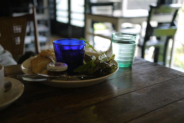 青いグラスは綺麗だね.jpg