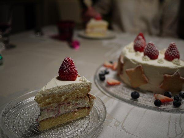 娘の作ったケーキ.JPG