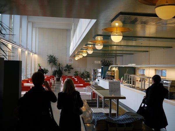 6 食堂も綺麗。だけどー病院の食堂だなといくと感じる。.JPG