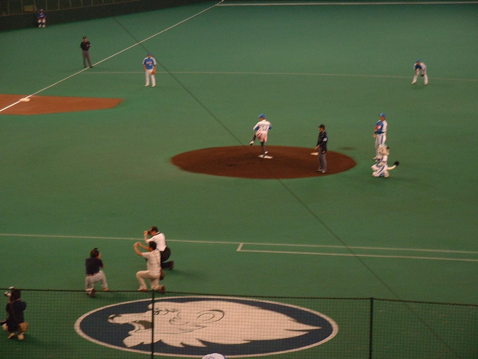 8.18対オリックス 東国原知事の始球式.jpg