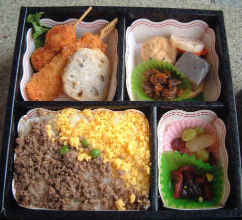 栃東プロデユースのお弁当の中