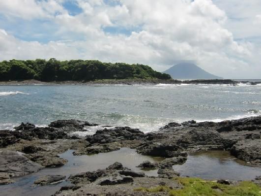 岸辺の溶岩・釜の蓋・8月28日CIMG4857.JPG