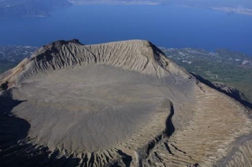 桜島北岳火口原航空画像・2005年.jpg
