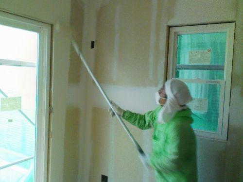 壁のペンキ塗り