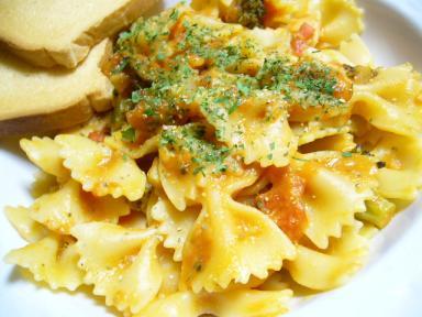 ブロッコリーのトマトチーズパスタ