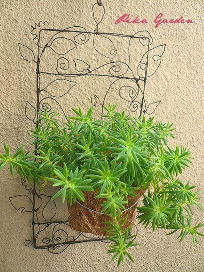 Wall hanging of leaves.jpg