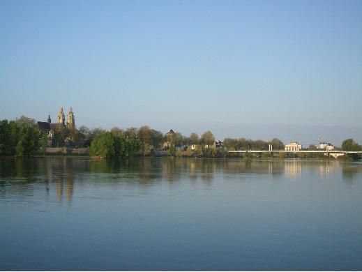 ロワール河から見るトゥール