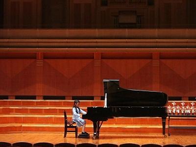 グレンツェンピアノコンクール演奏中