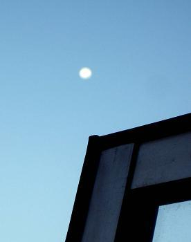 11・9朝の月