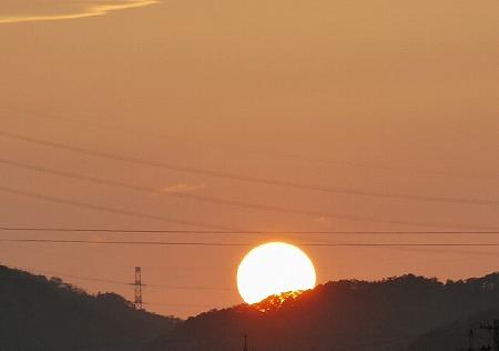 陽が沈む.