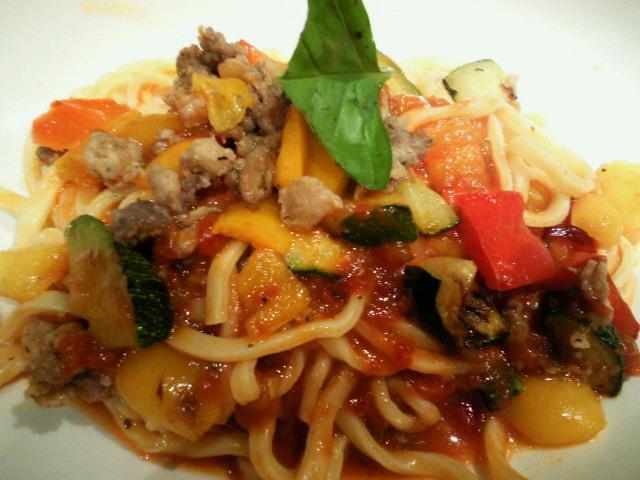 粗挽きミートと野菜のタリオリーニ