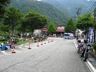 16 (5)ケーブルカー乗車待ち.JPG