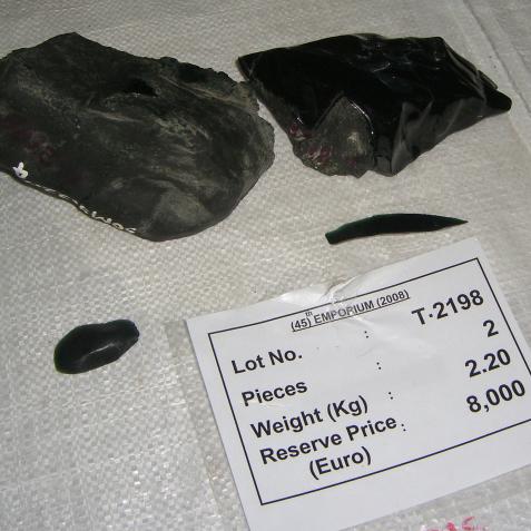 黒翡翠 原石2