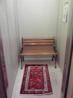 エレベーターが開くと、中にあったのは・・・