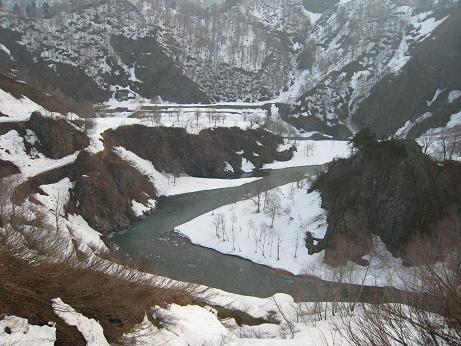 丸山スキー場近くから見る只見川