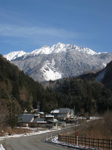 栃尾温泉から見えた穂高連峰