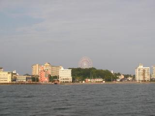 浜名湖から見た舘山寺温泉街